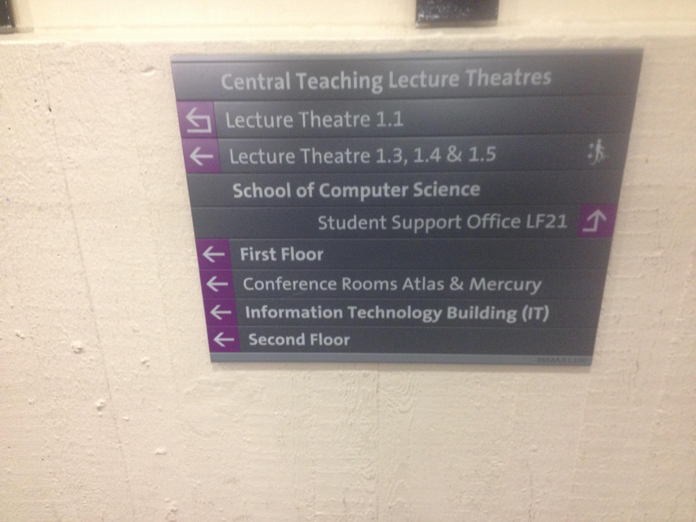 placa no edifício de informática  a dizer computer science